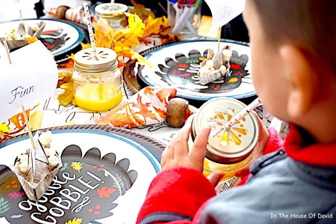 #thanksgiving #thanksgivingkidtable #diy #thanksgivingdinner #thanksgivingmeals #falldinner #kidplacesettings #thanksgivingplacecards #thanksgivingfeels #fallfeels #thanksgivingmeal #kidplacesettings #kidplacecards