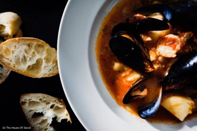 #bouillabaisse #fishdinner #fishideas #frenchcooking #frenchmeals #dinnerideas #recipeideas #diy #cooking #easycooking #muscles #shrimpmeals #faitmasion #homemade #familytime #kidfriendly #gatheraroundthetable